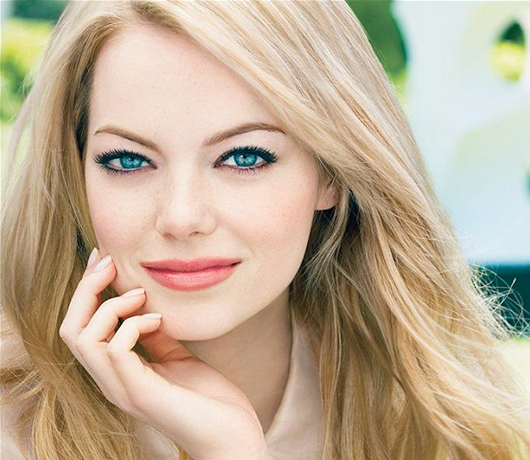 Emma Stone wears Revlon Nearly Naked foundation in the shade Vanilla