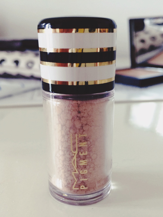 Shop the Stash: MAC Naked pigment | All Dolled Up