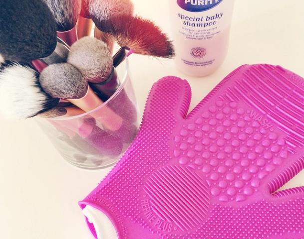 2X Sigma Spa Brush Cleaning Glove